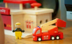 玩具の消防車